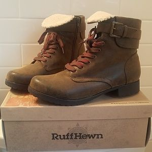 BARELY WORN Ruff Hewn boots